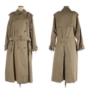 Burberry Classic Trench Coat with Removable Lining